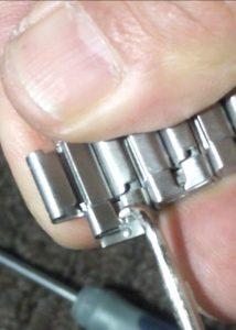 Removing locking pin from Seiko Watchband