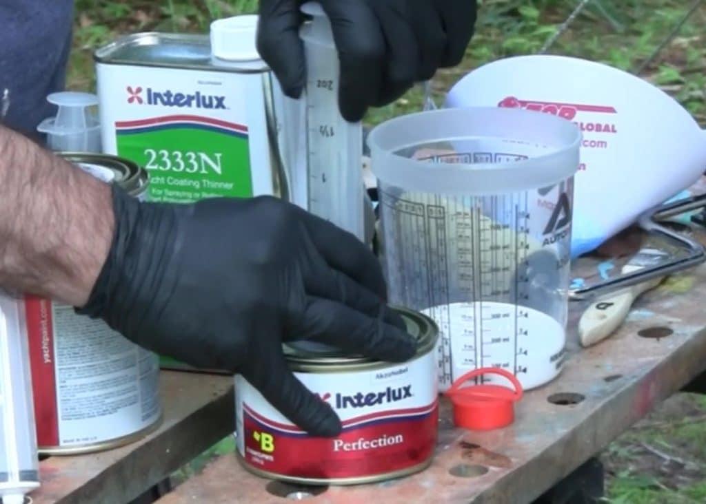 Mixing Interlux Perfection two part polyurethane